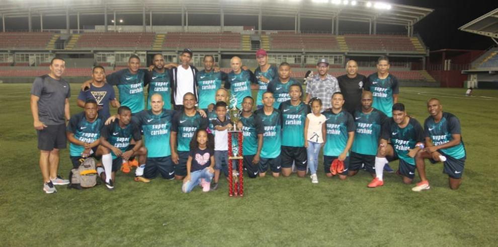 Alianza FC logra otro título en el balompié de los veteranos