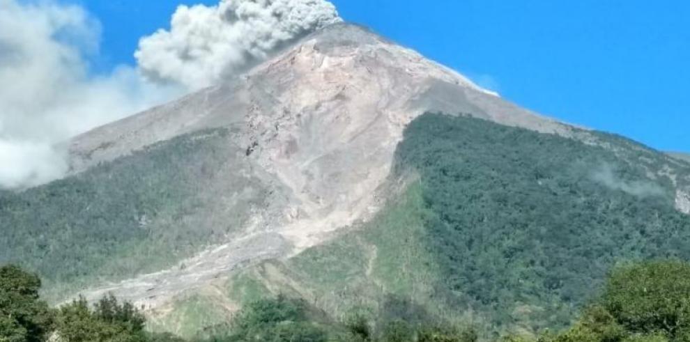 El volcán de Fuego de Guatemala tiene entre 11 y 16 explosiones por hora