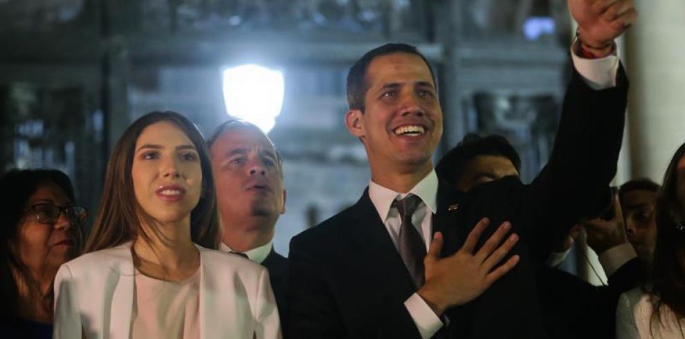 Guaidó dice en Ecuador que no solo busca ayuda, sino