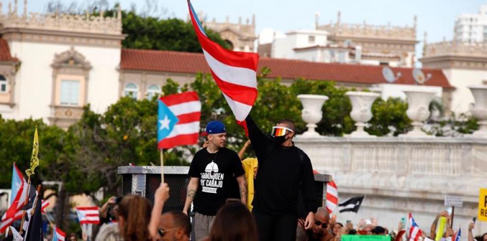 Artistas puertorriqueños asisten a segunda macromanifestación contra Rosselló
