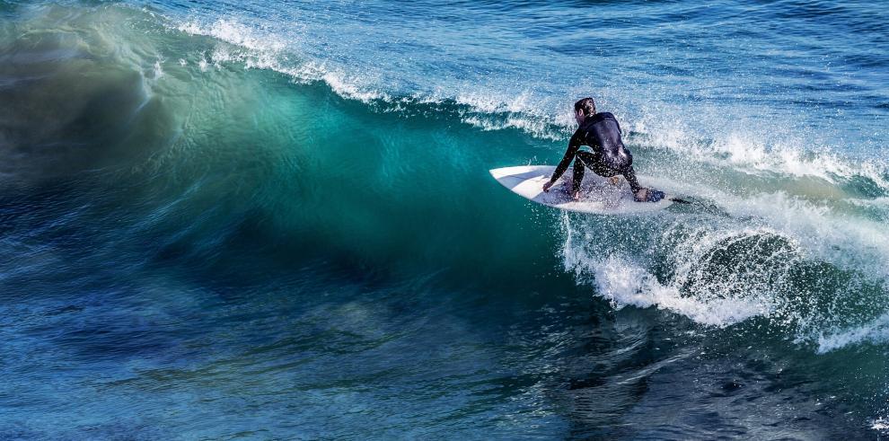Olas como trenes en el estreno del surf en los Panamericanos