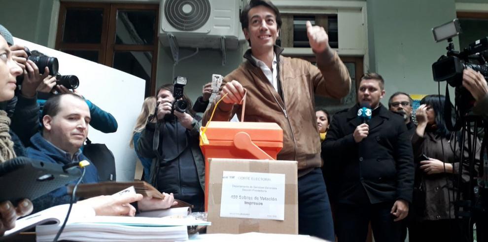 Precandidatos presidenciales y representantes del Gobierno votaron en Uruguay