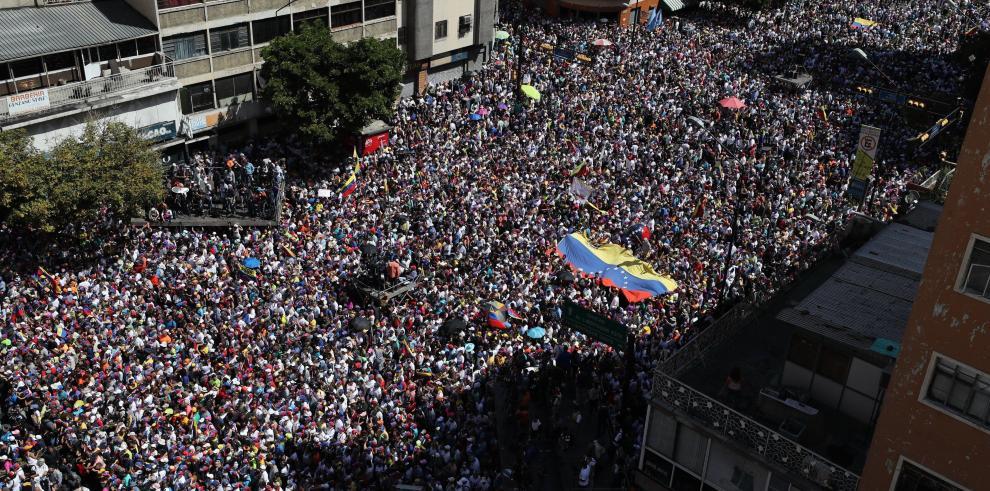 Chavismo y oposición miden fuerzas con sendas movilizaciones en Caracas