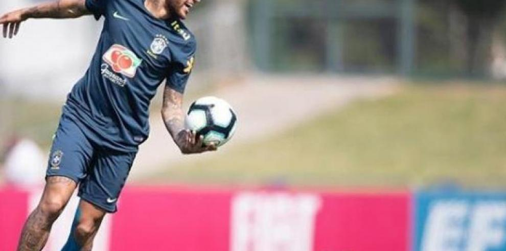 El padre de Neymar asegura que el PSG sabía que el jugador estaría ausente
