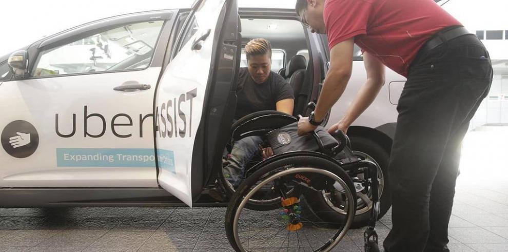 Senadis pacta con Uber para servicio de traslado a discapacitados