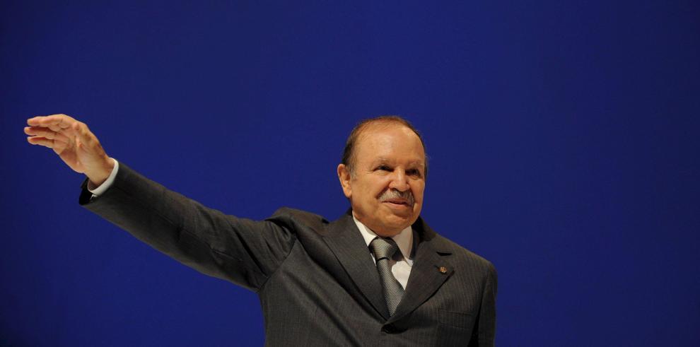 Bouteflika presenta su dimisión como presidente de Argelia