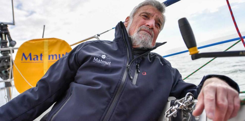 Jean-Luc Van der Heede, de 73 años, logra un nuevo récord de vuelta al mundo