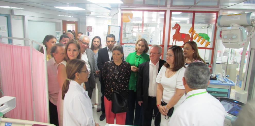 Aspirantes a la Presidencia recorrieron el Hospital del Niño