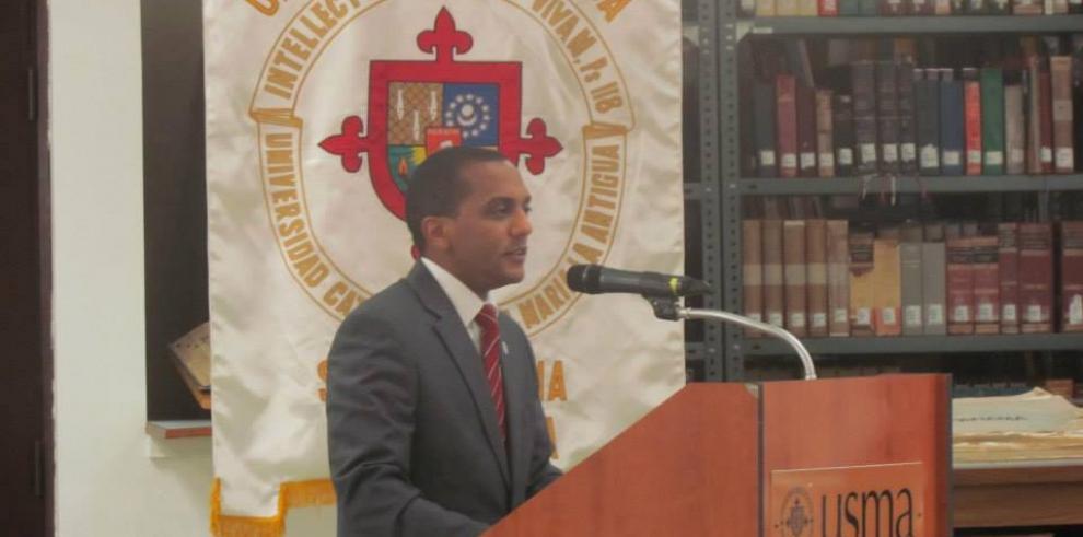 Panameño ingresa al Consejo Superior Europeo de Doctores