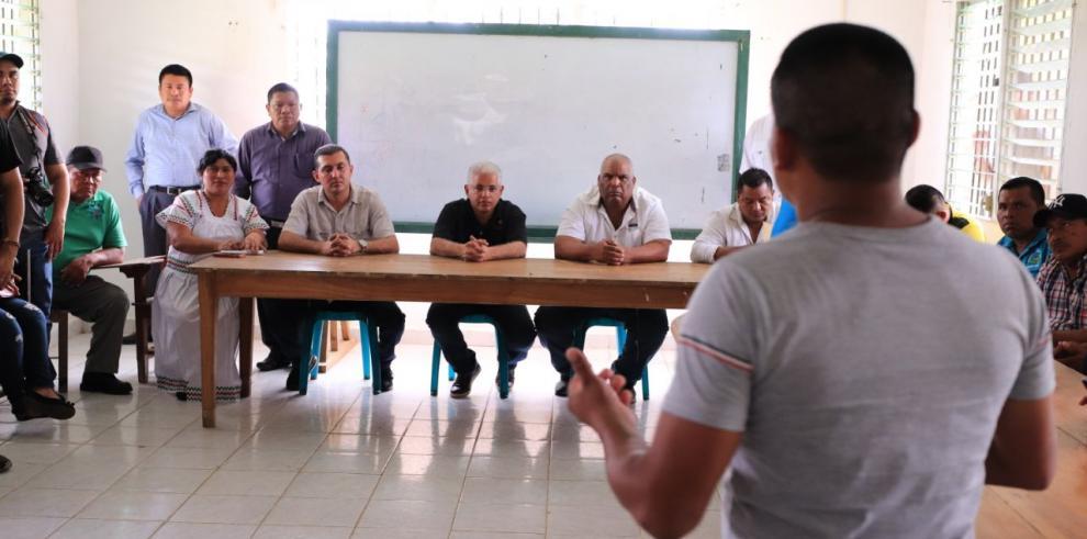 Blandón se reúne con sindicatos bananeros en Bocas del Toro