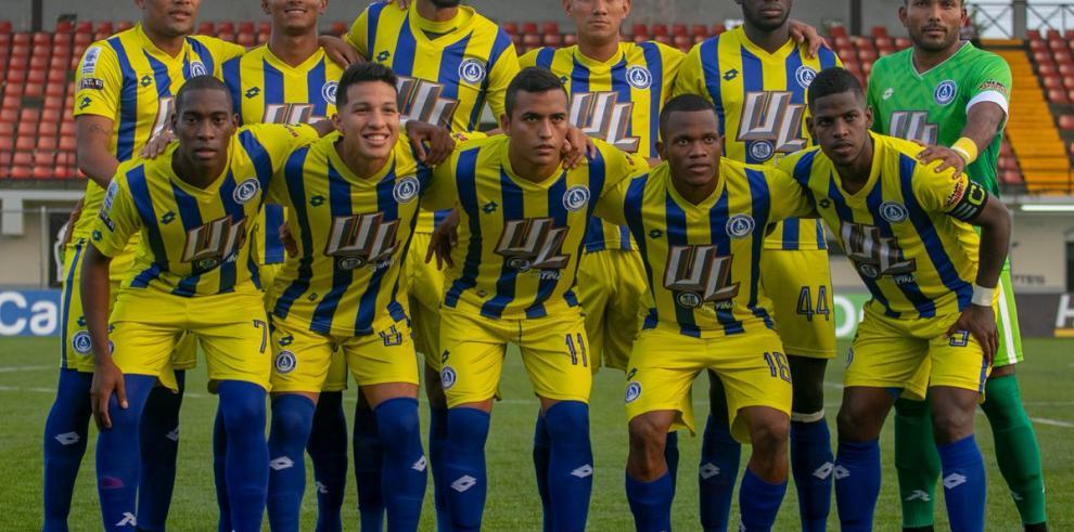 Doblete de Ronaldo Dinolis devuelve la alegría al Universitario panameño