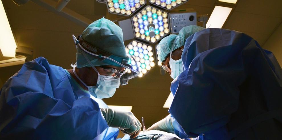 Faltan médicos en EEUU mientras colegas extranjeros luchan por ejercer