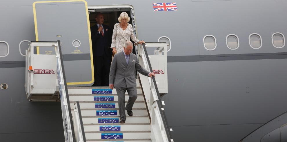 Carlos y Camilla de Inglaterra llegan a Cuba en visita oficial