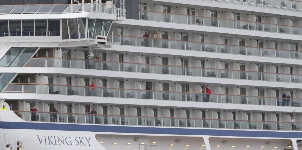 El crucero noruego atraca tras horas de pánico y dramática evacuación parcial
