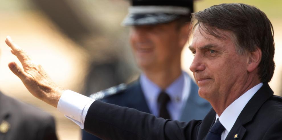 Bolsonaro sugiere que Estados Unidos podría tener una base militar en Brasil