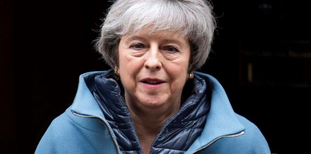 May decidida a persuadir a la Unión Europea