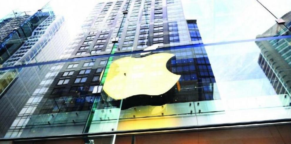 Demandan a exejecutivo de Apple en EEUU por abuso de información privilegiada