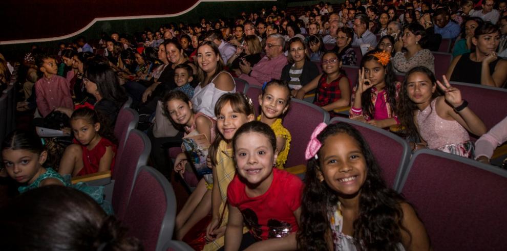 Coppélia cautivo una niña en el Teatro Balboa