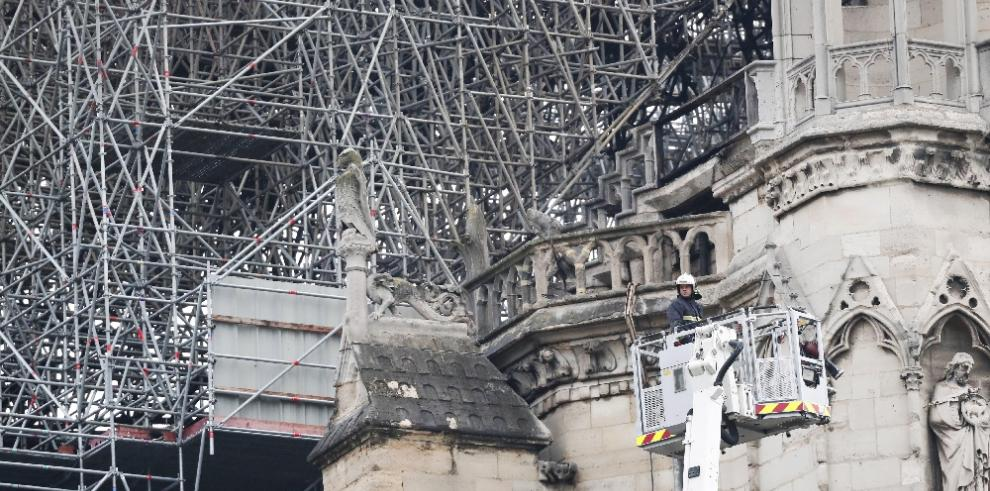 Decepción y tristeza frente a las llamas de Notre Dame de París
