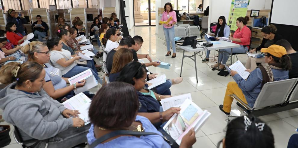 Preparan a funcionarios para mesas de votación en hospitales y hogares de ancianos
