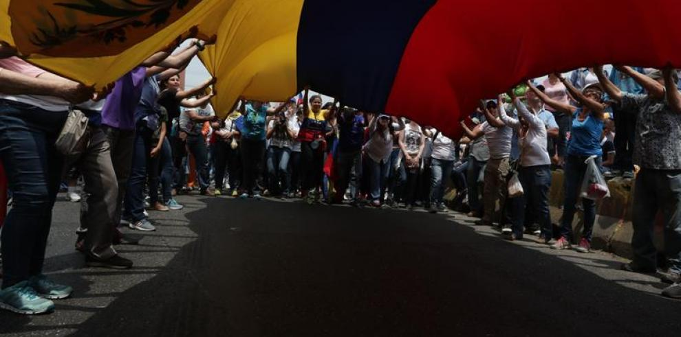 Guaidó llama a los venezolanos a protestar en las calles