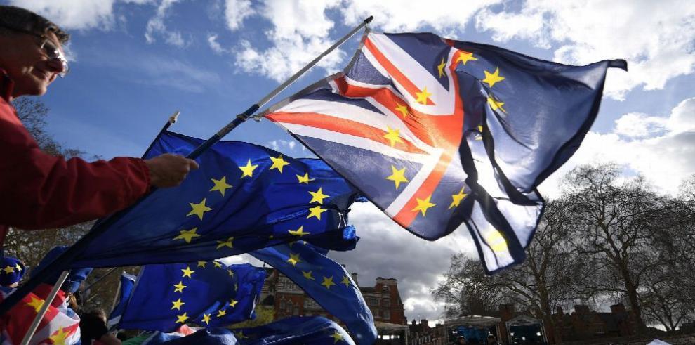 Reino Unido pedirá a la UE aplazar fecha del 'brexit'