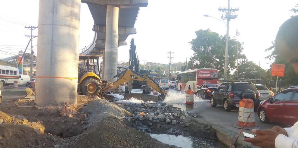 Rotura de tubería deja varios sectores de la ciudad capital sin agua