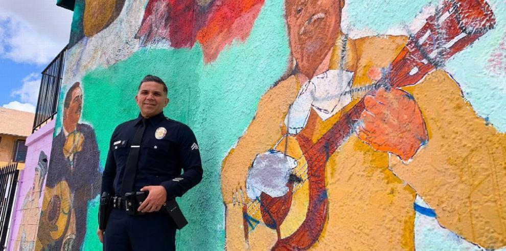 Chris Reza, el policía mariachi de Los Ángeles