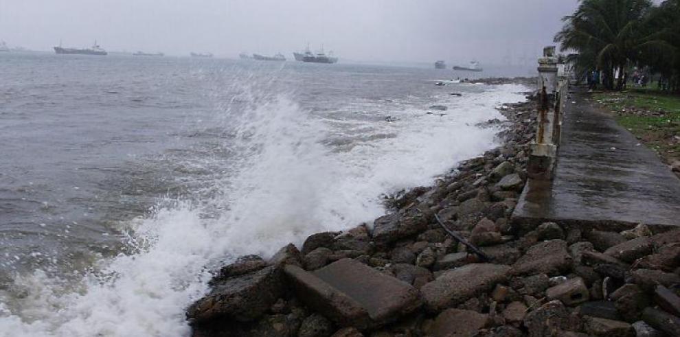 Sinaproc extiende aviso de prevención hasta el lunes por fuerte oleaje