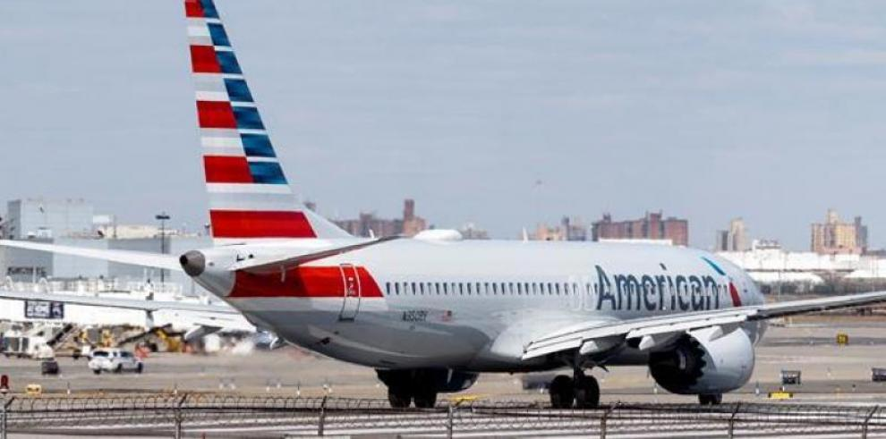 Boeing dice que está finalizando actualización del software de su 737 MAX 8
