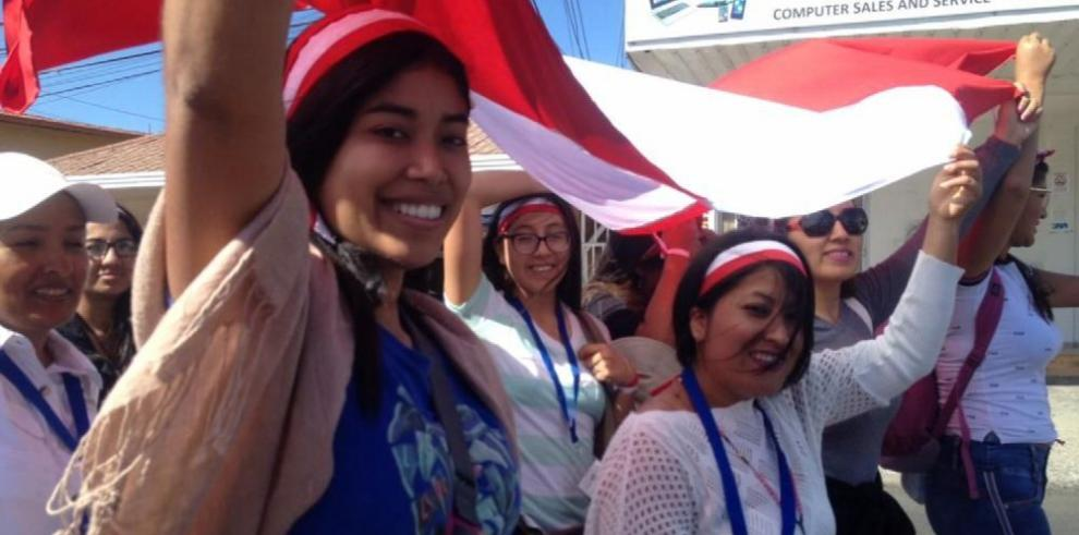 La peregrina peruana y su 'papá' boqueteño
