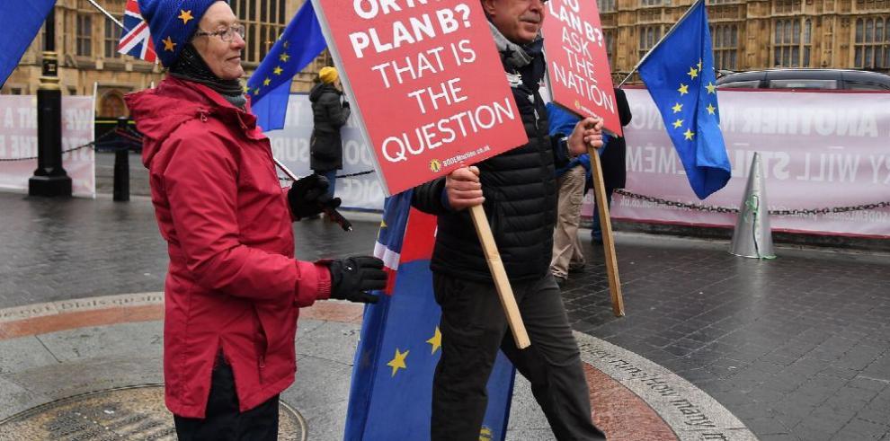 Theresa May busca apoyo en los sindicatos
