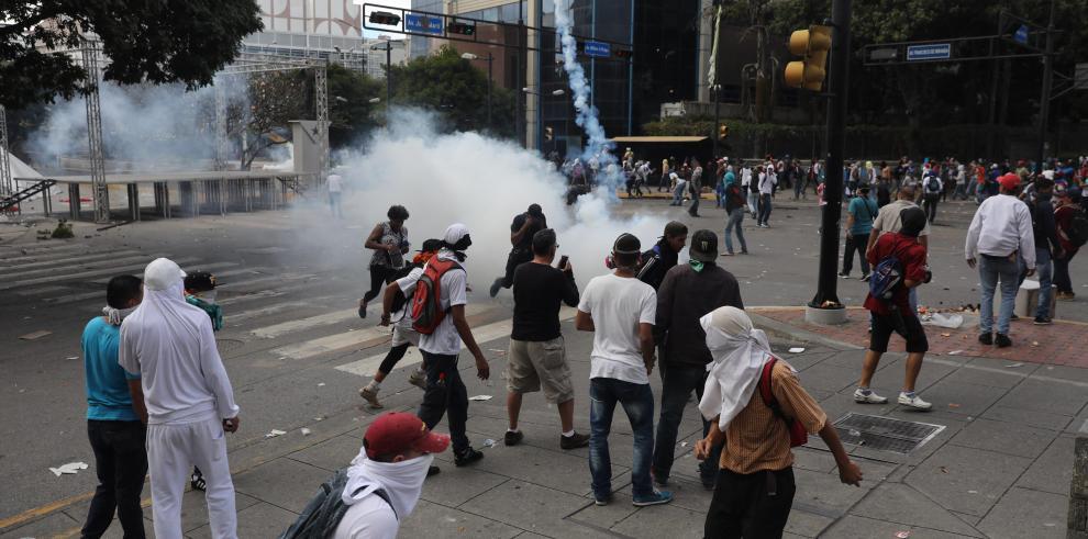 Los 26 fallecidos en protestas venezolanas fueron heridos de bala, según ONG