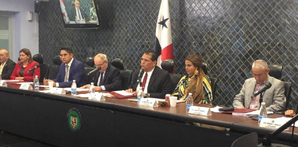 Asamblea inicia consultas para ratificación de magistrados designados