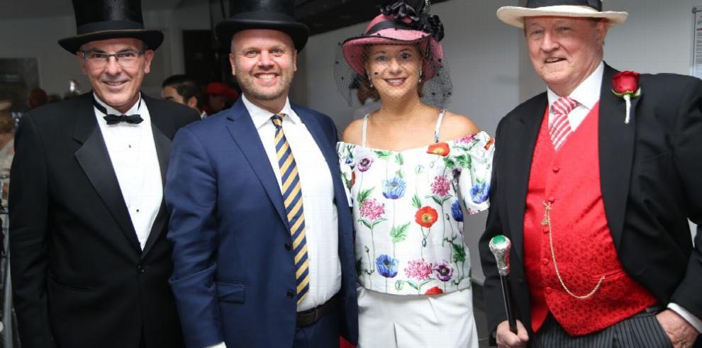 Día de sombreros en el hipódromo al estilo inglés