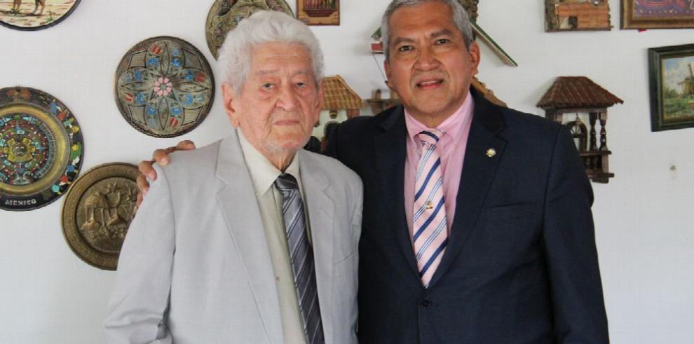 El magistrado Abel Zamorano se reúne con el profesor Pedro Zevallos