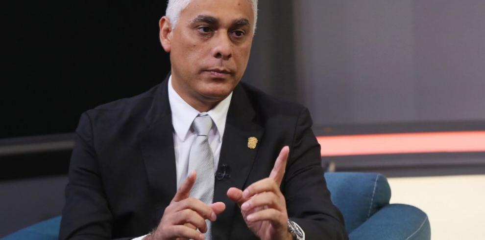 Acción en contra de nombramiento de González