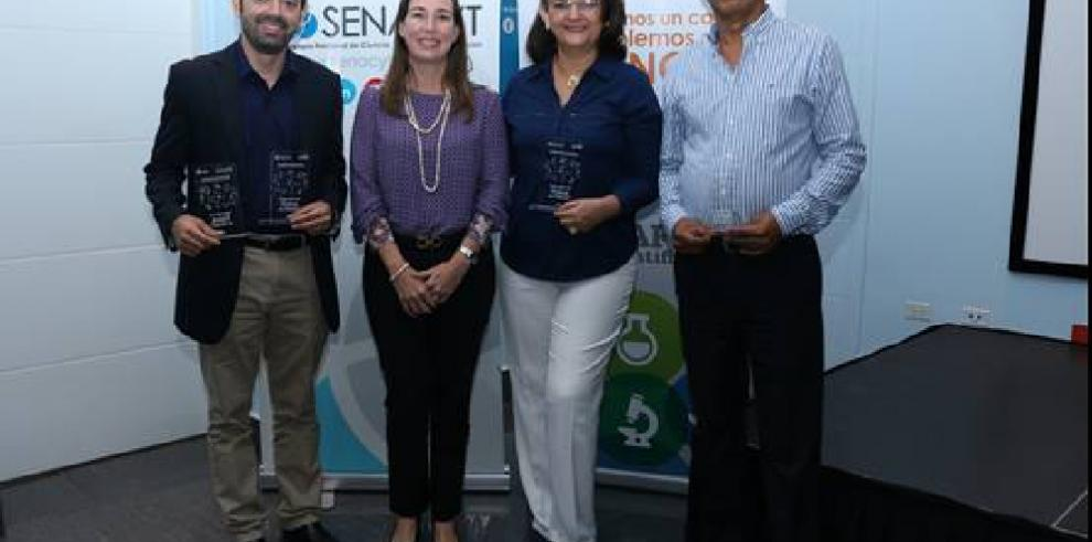 Físicos panameños reciben reconocimiento por sus aportes a la ciencia