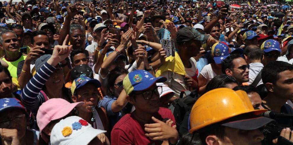 Guaidó anuncia 'encuentro mundial' para salir de Maduro