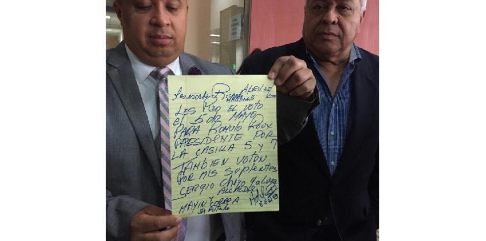 Martinelli pide el voto para sus suplentes, Sergio Gálvez y Mayín Correa
