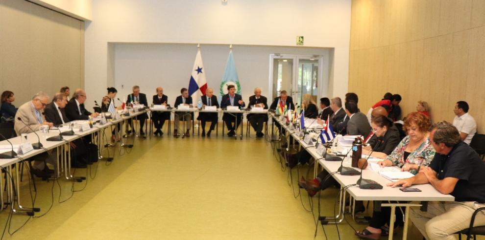 Directiva del Parlatino analiza en Panamá proyectos regionales