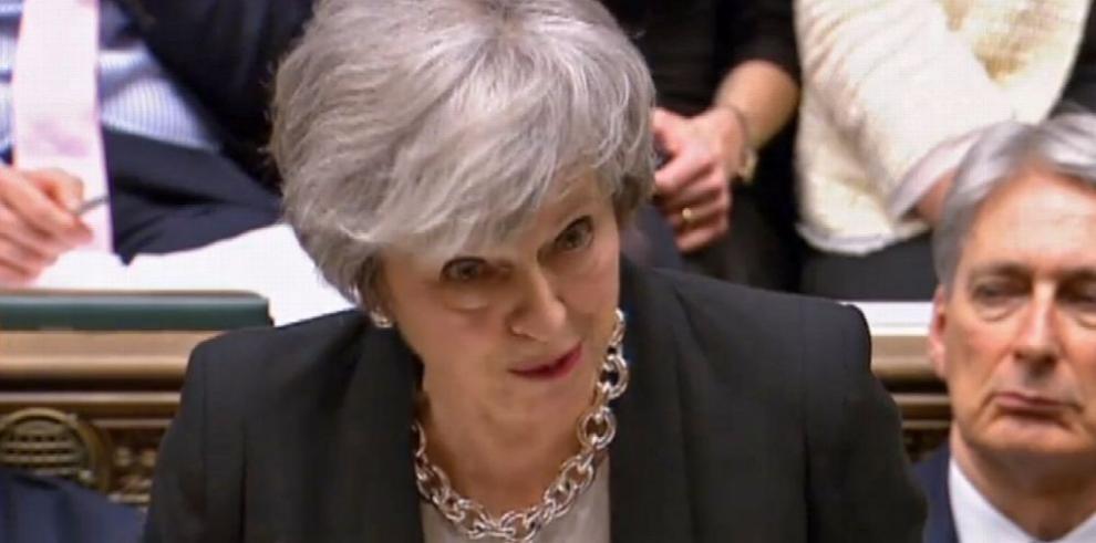 Parlamento respalda pulso de May con la UE