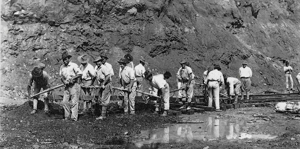 EEUU destruyó muchos pueblos para construir el Canal de Panamá, dice un libro