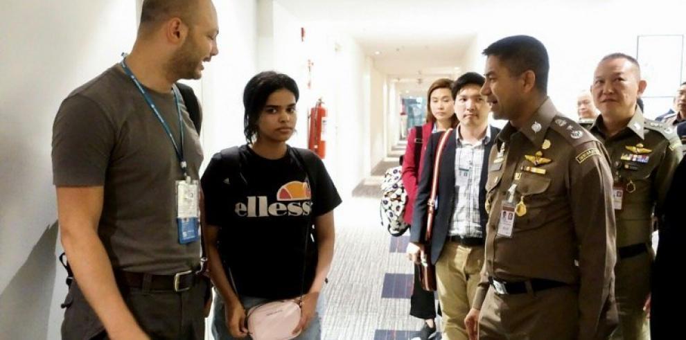 La joven saudí que huyó a Tailandia encuentra finalmente refugio en Canadá