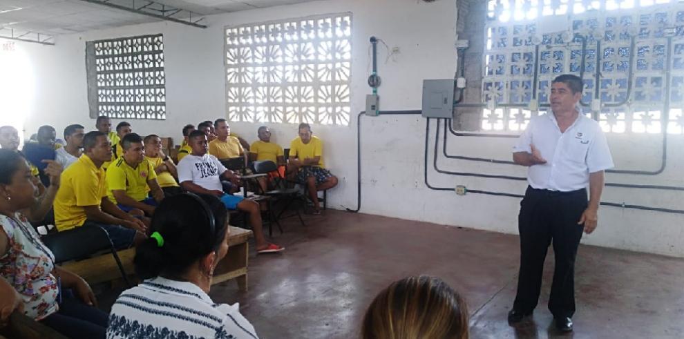 Privados de libertad de Chiriquí y Coclé se gradúan en cursos del Inadeh