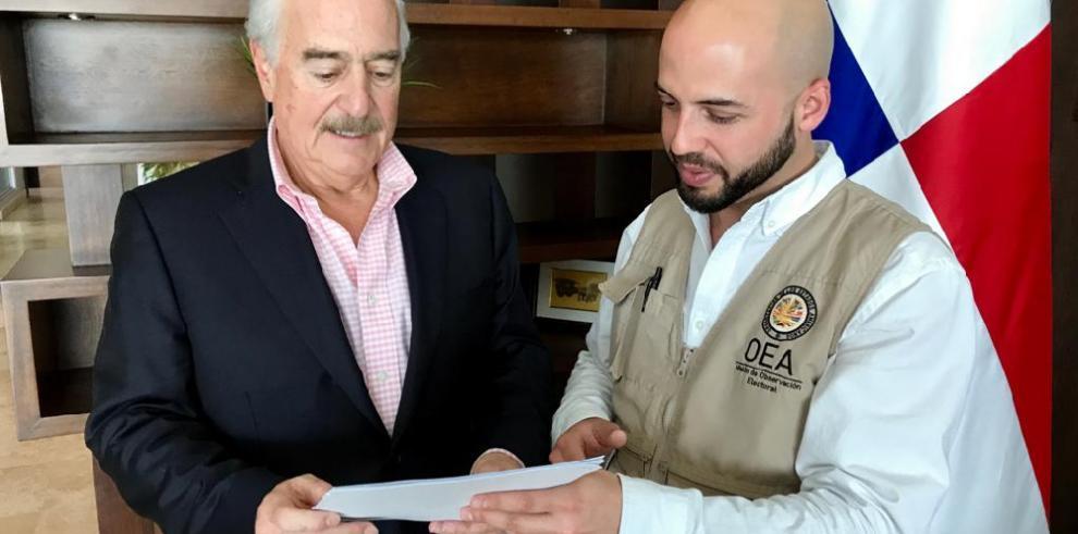 Andrés Pastrana llegó a Panamá para la observación de los comicios