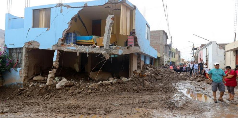 Deslizamiento en el extremo sur de Perú deja 420 familias damnificadas