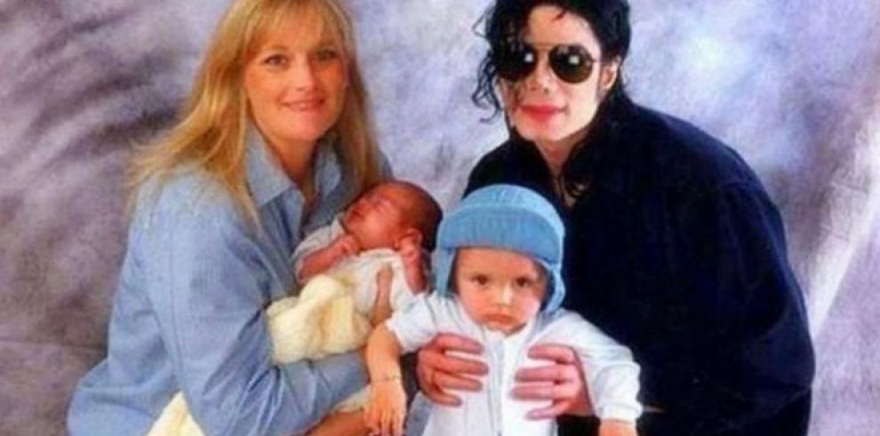 El hijo mayor de Michael Jackson se gradúa en la universidad