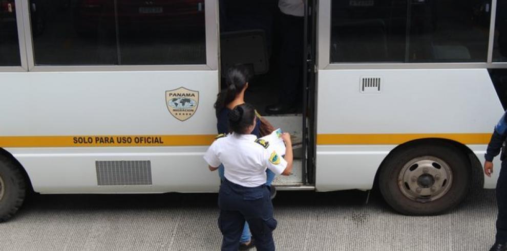 Migración detiene a 22 extranjeros por estar en el país en estatus irregular