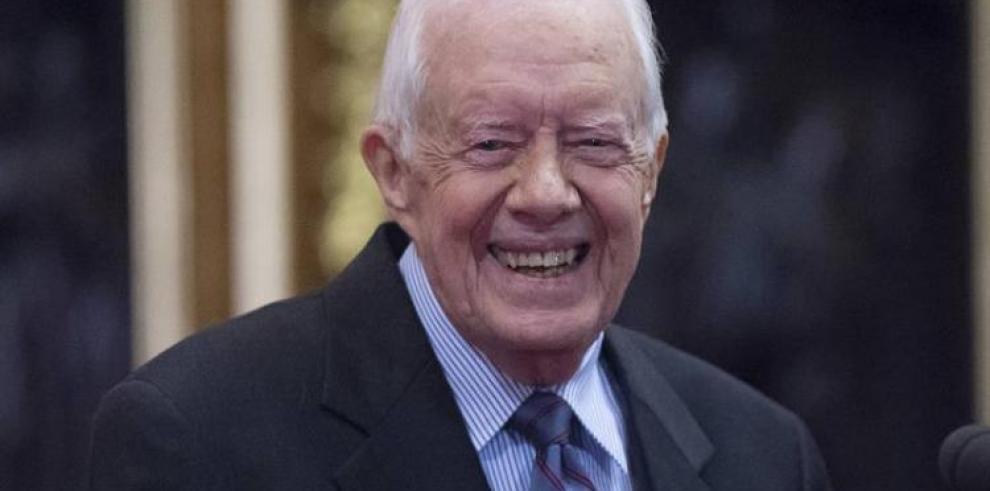 El expresidente de EE.UU. Jimmy Carter se recupera de una cirugía de cadera